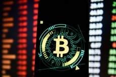 Биткоин удерживает позиции при снижении капитализации рынка на 4% за сутки